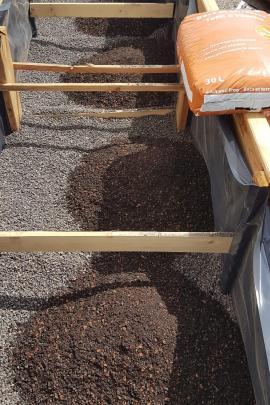 Hochbeet Befüllung-Dach- und Trogerde